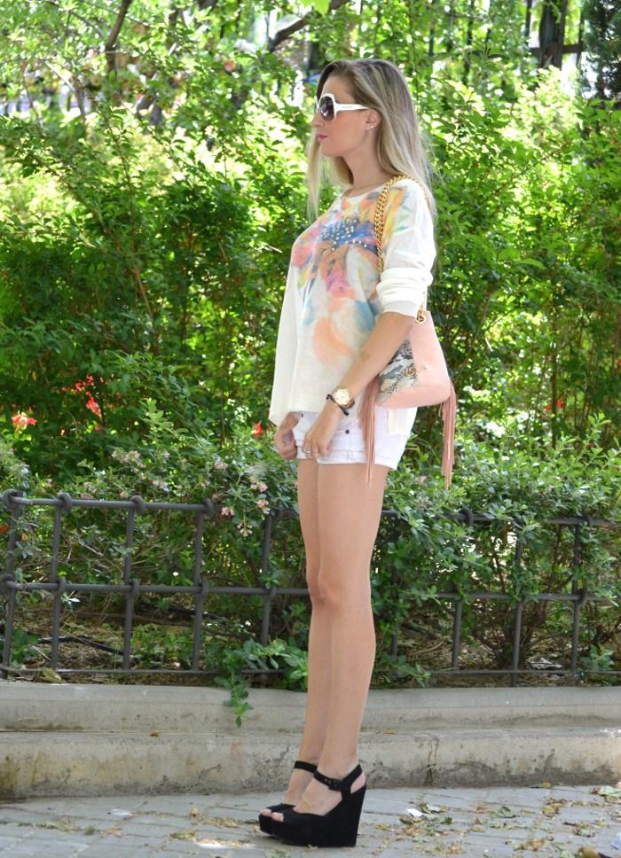 White_Shorts_Smash_Urban_Vicart_Miu_Miu_Sunnies_Lara_Martin_Gilarranz_Bymyheels (11)