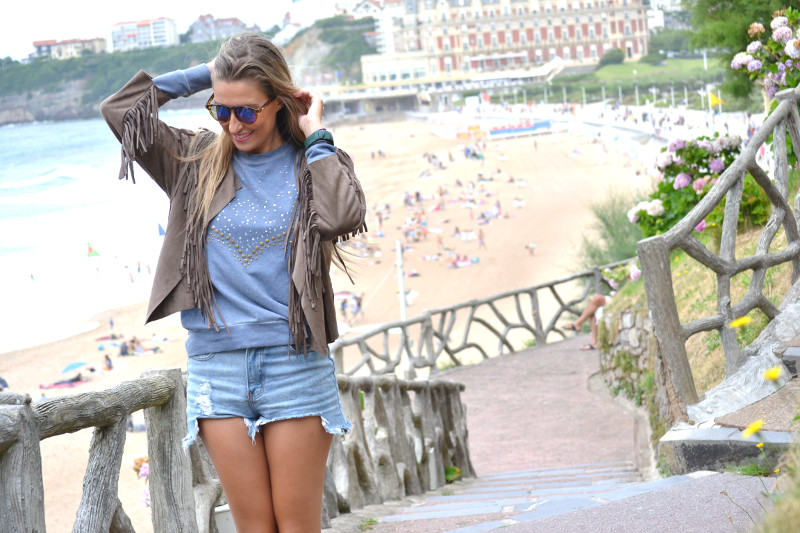 Biarritz_Fringes_Jacket_Sunnies_Lara_Martin_Gilarranz_Bymyheels (4)