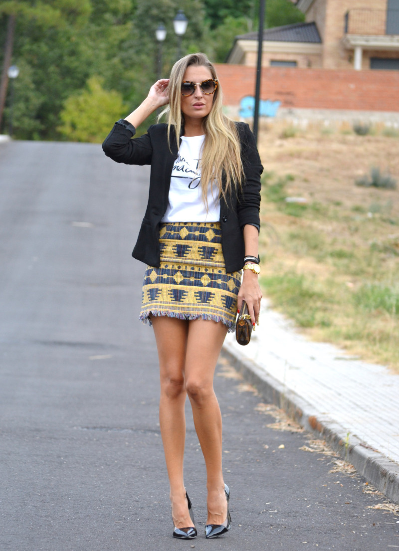 Aztec_Print_Skirt_Black_Blazer_Stilettos_La_Gavia_Lara_Martin_Gilarranz_Bymyheels (4)
