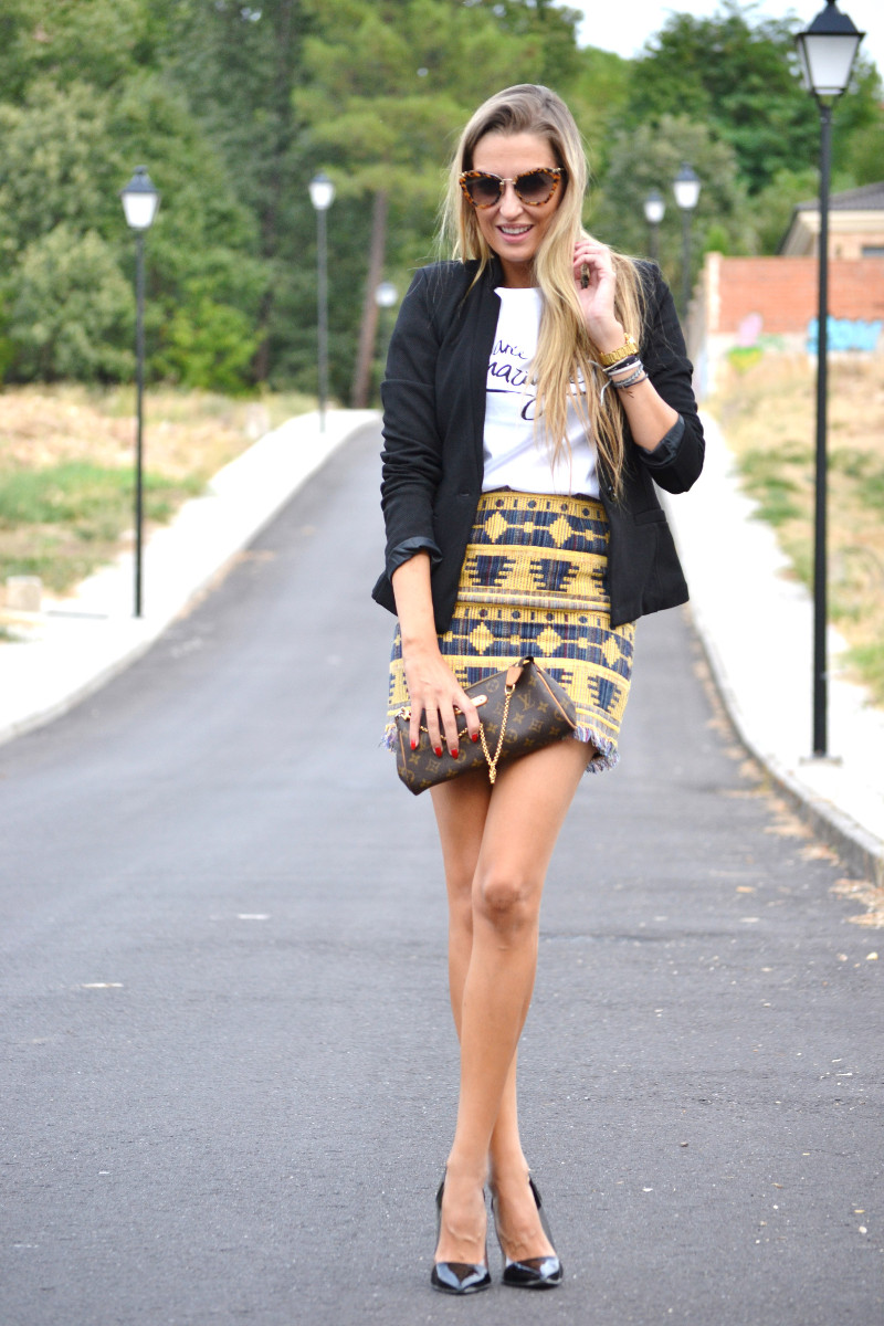 Aztec_Print_Skirt_Black_Blazer_Stilettos_La_Gavia_Lara_Martin_Gilarranz_Bymyheels (5)