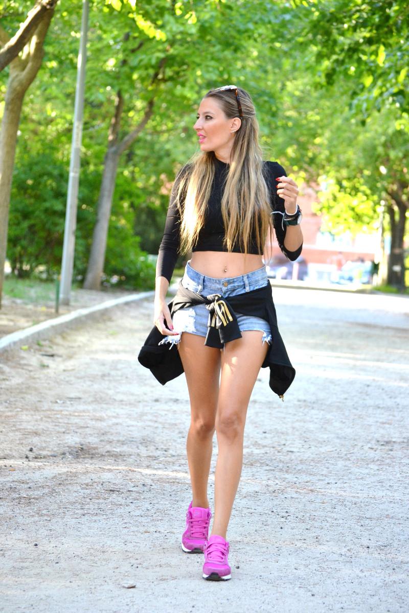 Bultaco_Watch_High_Waited_Denim_Shorts_Nike_Adidas_Wolfnoir_Gafas_Ursula_Corbero_Lara_Martin_Gilarranz_Pepsi_Festivales_Dcode_Bymyheels (4)