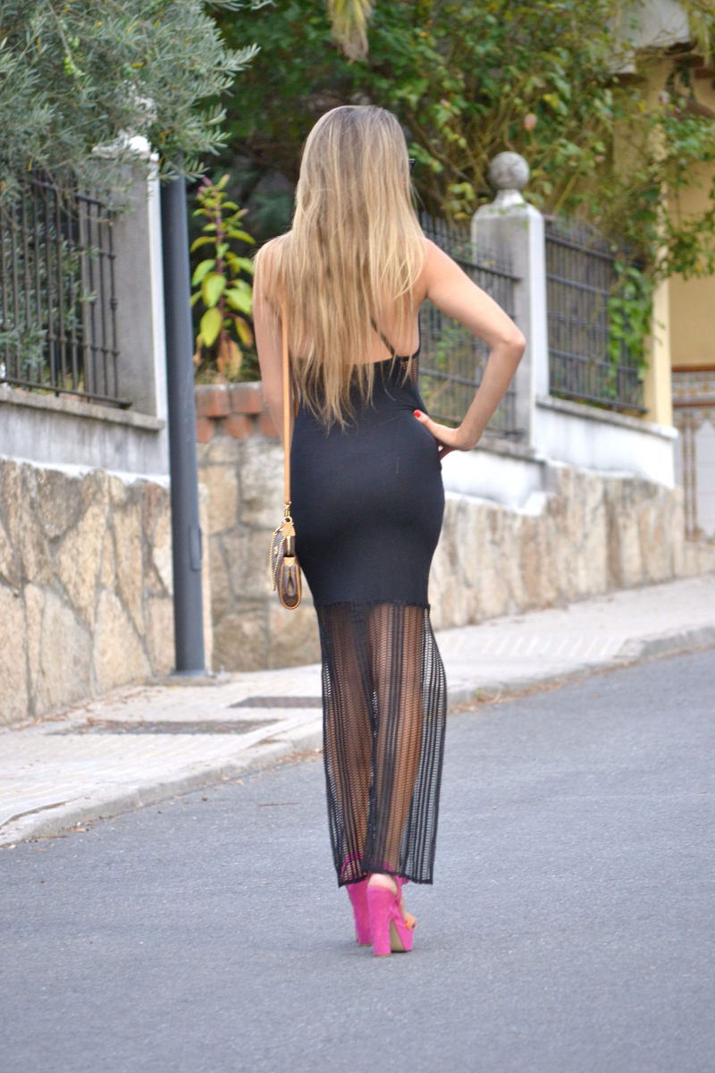 Long_Dress_Black_Pink_Sandals_Louis_Vuitton_Wayfarer_Ray_Ban_Lara_Martin_Gilarranz_Bymyheels (4)