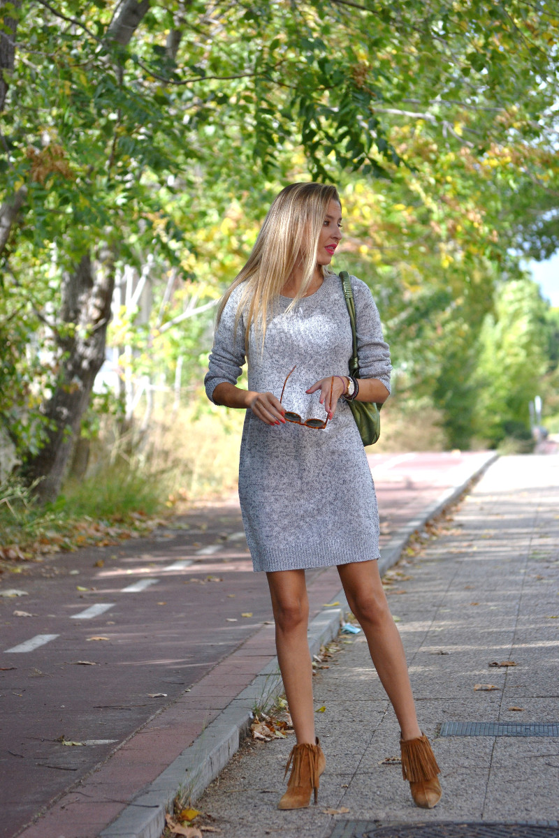 Oversized_Sweater_Dress_Fringed_Booties_Aire_Loewe_Wolfnoir_Lara_Martin_Gilarranz_El_armario_De_La_Tele_Bymyheels (1)