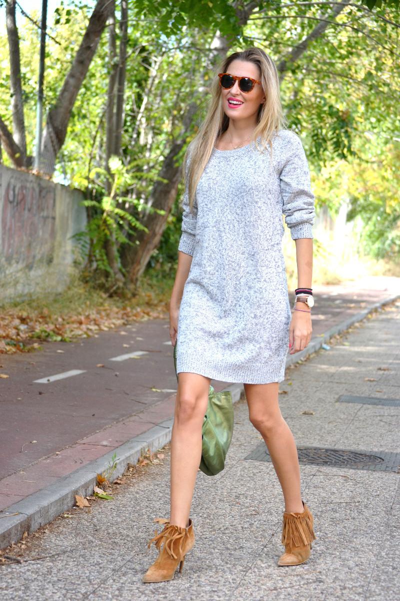Oversized_Sweater_Dress_Fringed_Booties_Aire_Loewe_Wolfnoir_Lara_Martin_Gilarranz_El_armario_De_La_Tele_Bymyheels (5)