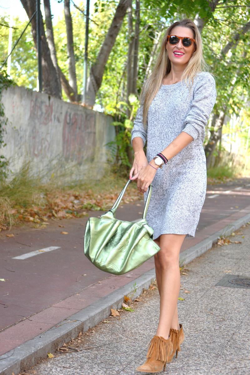 Oversized_Sweater_Dress_Fringed_Booties_Aire_Loewe_Wolfnoir_Lara_Martin_Gilarranz_El_armario_De_La_Tele_Bymyheels (6)
