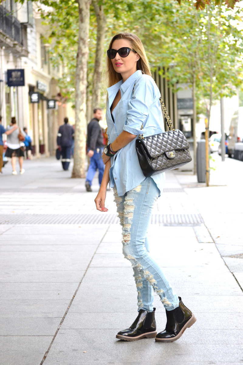 Ripped_Jeans_Booties_Armand_Basi_Sunnies_Leather_Jacket_Jumbo_Chanel_Venca_Lara_Martin_Gilarranz_Bymyheels (1)