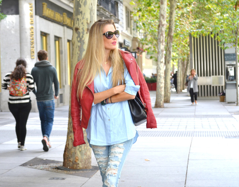 Ripped_Jeans_Booties_Armand_Basi_Sunnies_Leather_Jacket_Jumbo_Chanel_Venca_Lara_Martin_Gilarranz_Bymyheels (12)