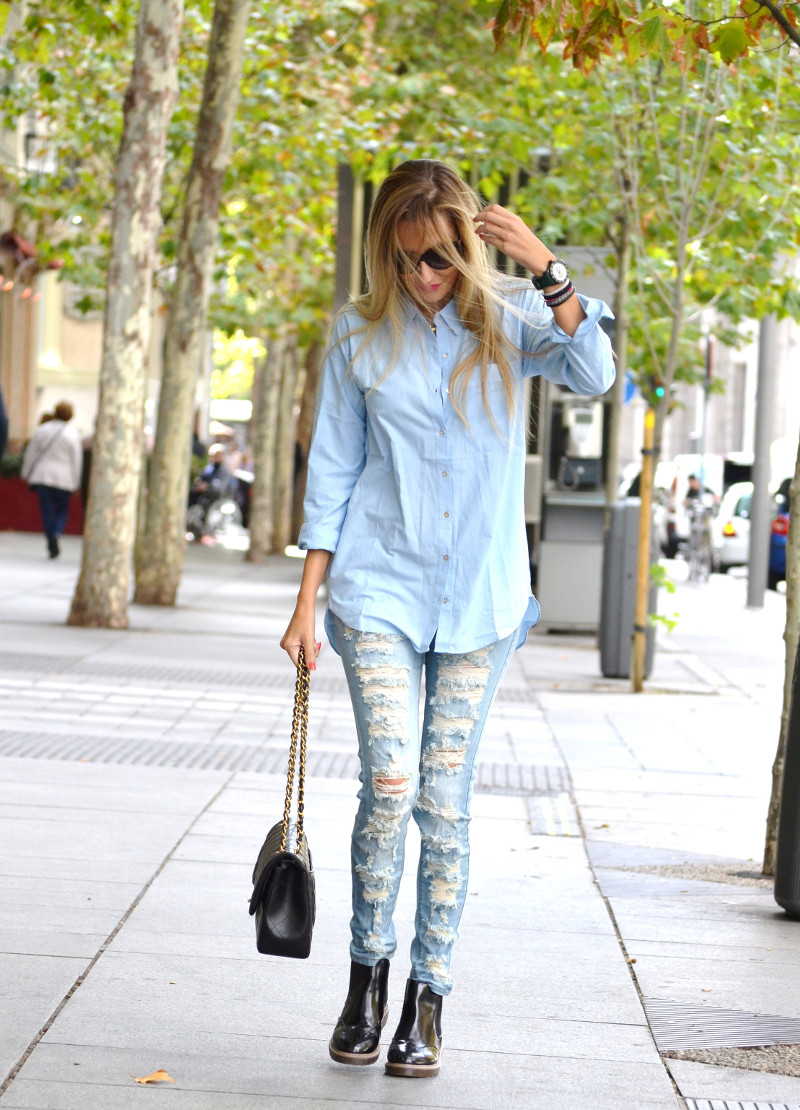 Ripped_Jeans_Booties_Armand_Basi_Sunnies_Leather_Jacket_Jumbo_Chanel_Venca_Lara_Martin_Gilarranz_Bymyheels (5)