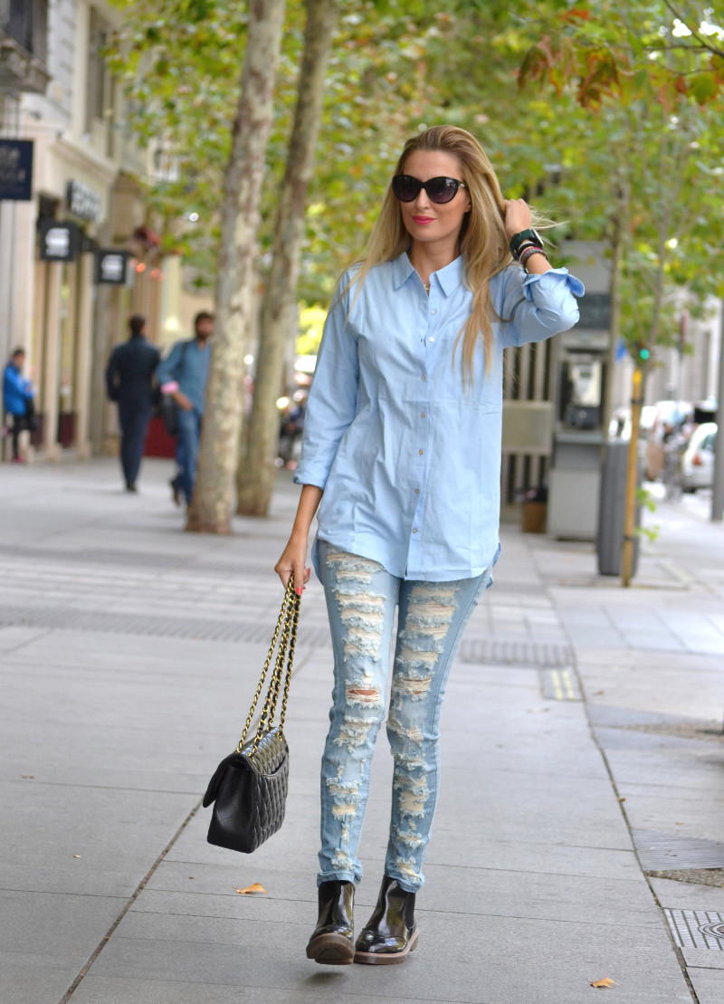 Ripped_Jeans_Booties_Armand_Basi_Sunnies_Leather_Jacket_Jumbo_Chanel_Venca_Lara_Martin_Gilarranz_Bymyheels (6)