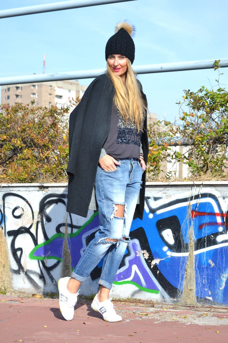 Boyfriend_Jeans_abrigo_Negro_Gorro_Pelo_Sneakers_Lara_Martin_Gilarranz_Bymyheels (1)