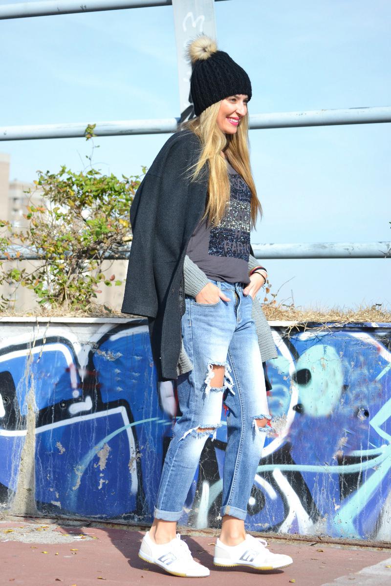 Boyfriend_Jeans_abrigo_Negro_Gorro_Pelo_Sneakers_Lara_Martin_Gilarranz_Bymyheels-6