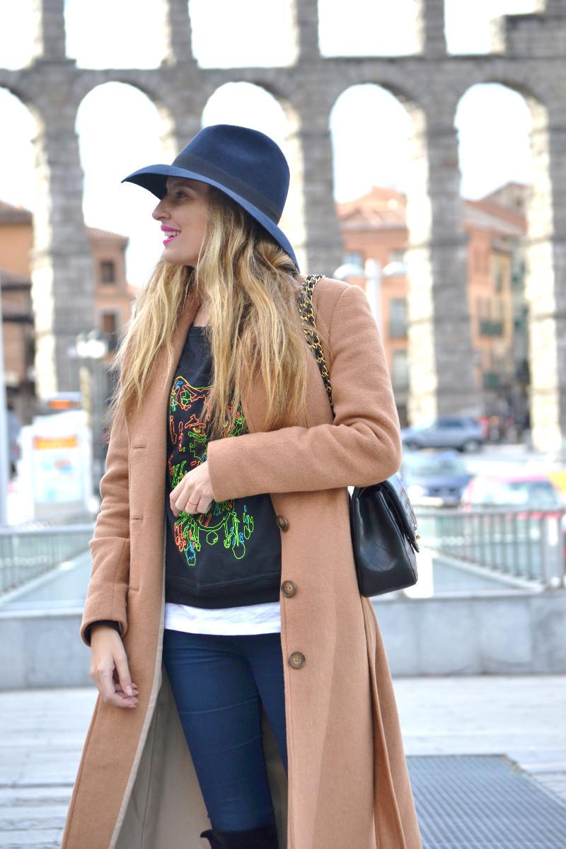 Long_Coat_High_Waisted_Boots_Pilar_Burgos_Jumbo_Chanel_Segovia_Lara_Martin_Gilarranz (1)