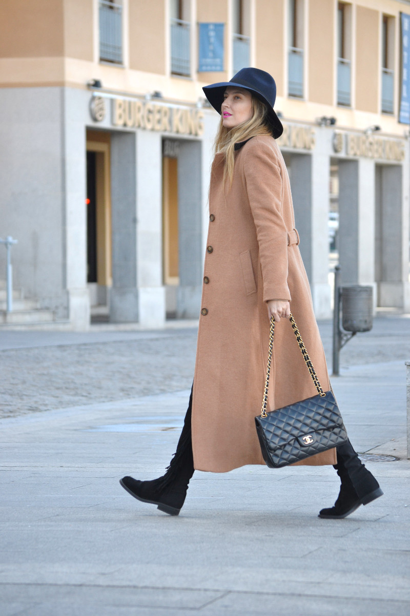 Long_Coat_High_Waisted_Boots_Pilar_Burgos_Jumbo_Chanel_Segovia_Lara_Martin_Gilarranz (11)