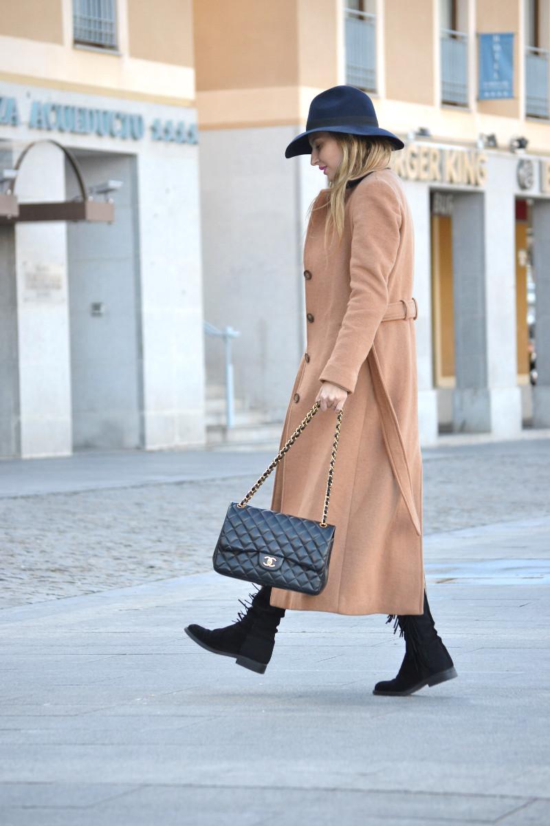Long_Coat_High_Waisted_Boots_Pilar_Burgos_Jumbo_Chanel_Segovia_Lara_Martin_Gilarranz (12)