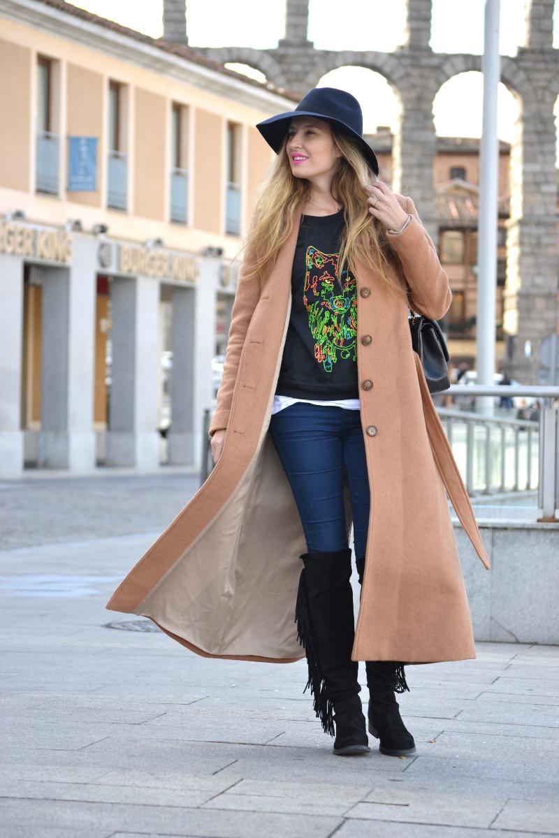 Long_Coat_High_Waisted_Boots_Pilar_Burgos_Jumbo_Chanel_Segovia_Lara_Martin_Gilarranz (5)