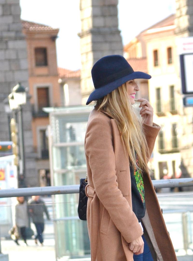 Long_Coat_High_Waisted_Boots_Pilar_Burgos_Jumbo_Chanel_Segovia_Lara_Martin_Gilarranz (9)