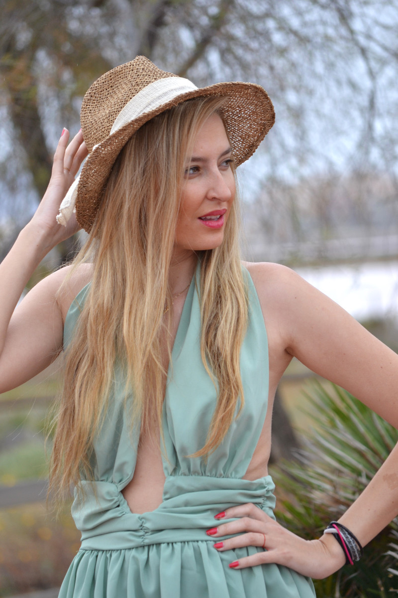Green_Drapped_Dress_Fashion_Frenzzie_Hat_Sea_Seaside_Lara_Martin_Gilarranz_Bymyheels (3)