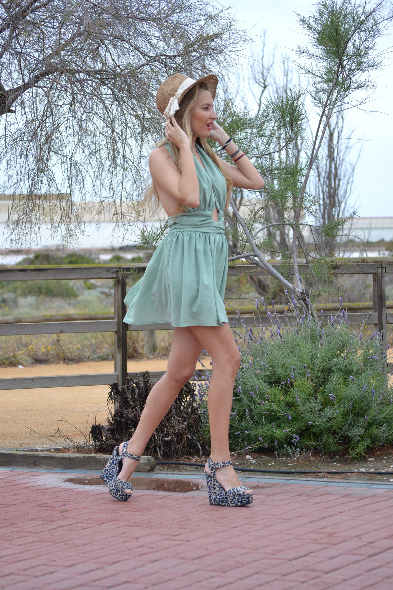Green_Drapped_Dress_Fashion_Frenzzie_Hat_Sea_Seaside_Lara_Martin_Gilarranz_Bymyheels (5)