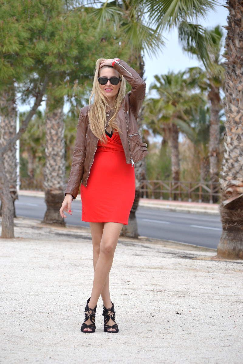 Red_Dress_Lovers_Friends_Lara_Martin_Gilarranz_Leather_Salsa_Bymyheels (3)