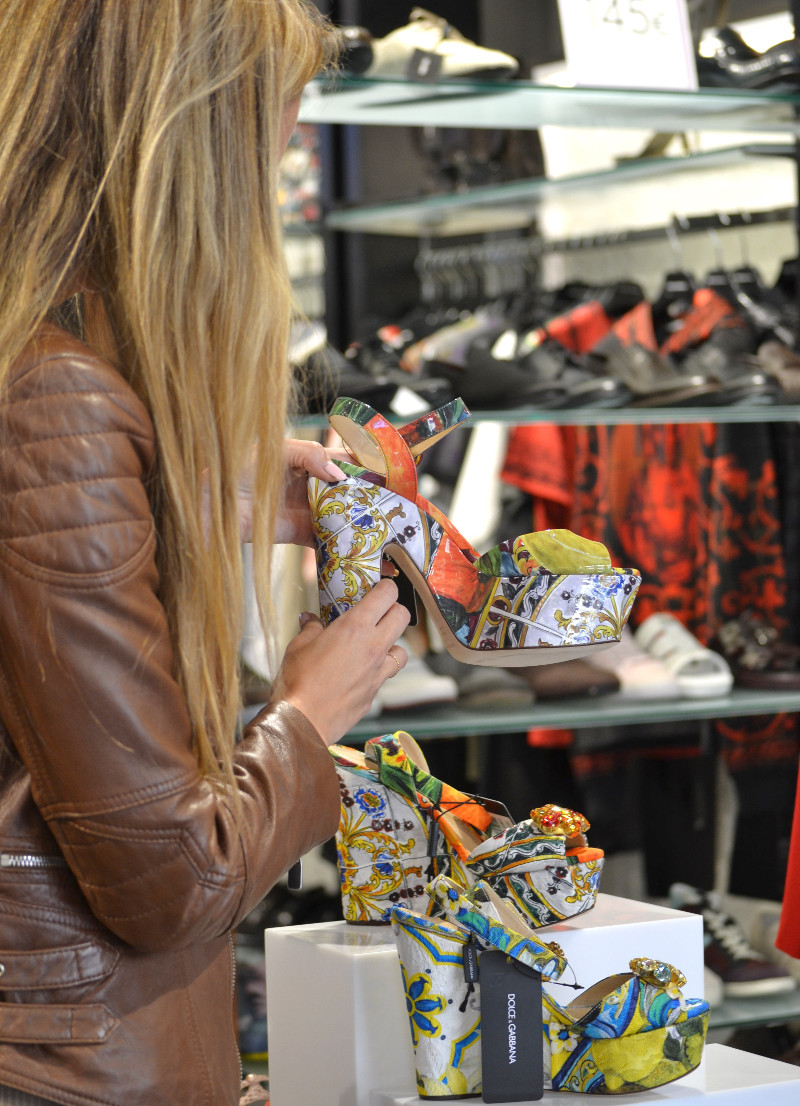 Bymyheels_Lara_Martin_Gilarranz_Las_Rozas_Village_Chic_Outlet_Shopping_Sneakers_The_Secret_Of_shoes (2)
