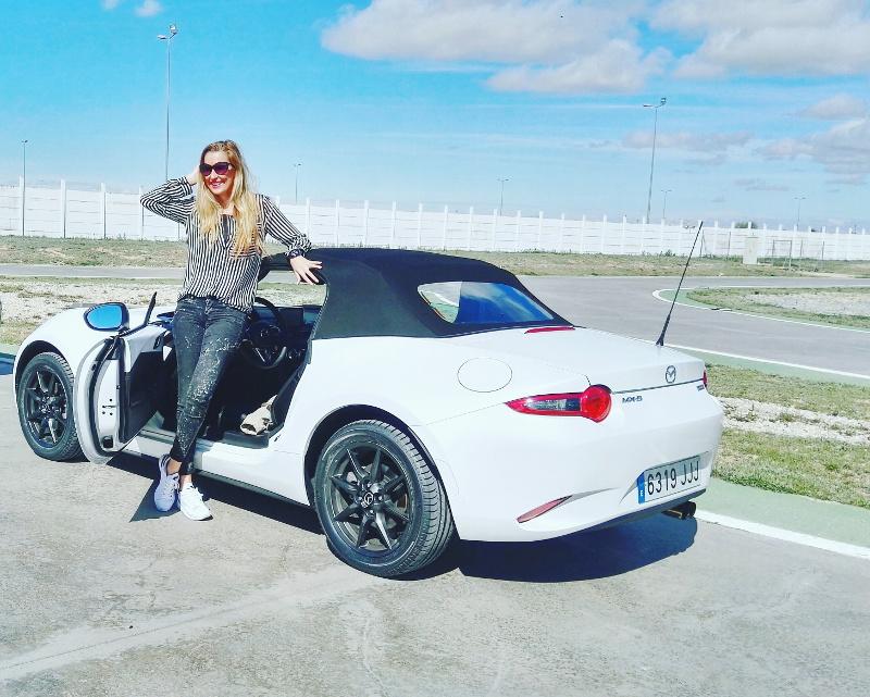 MX5_Mazda_Circuito_Albacete_Outfit_Derrape_Curso_Conduccion_Lara_Martin_Gilarranz_Bymyheels (13)