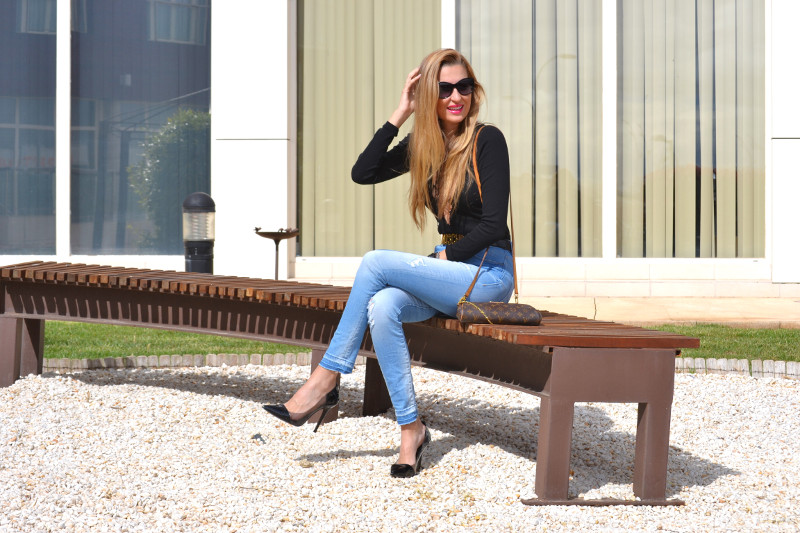 Pochette_Eva_Louis_Vuitton_Stilettos_Hig_Waisted_Salsa_armand_Basi_Bymyheels (2)