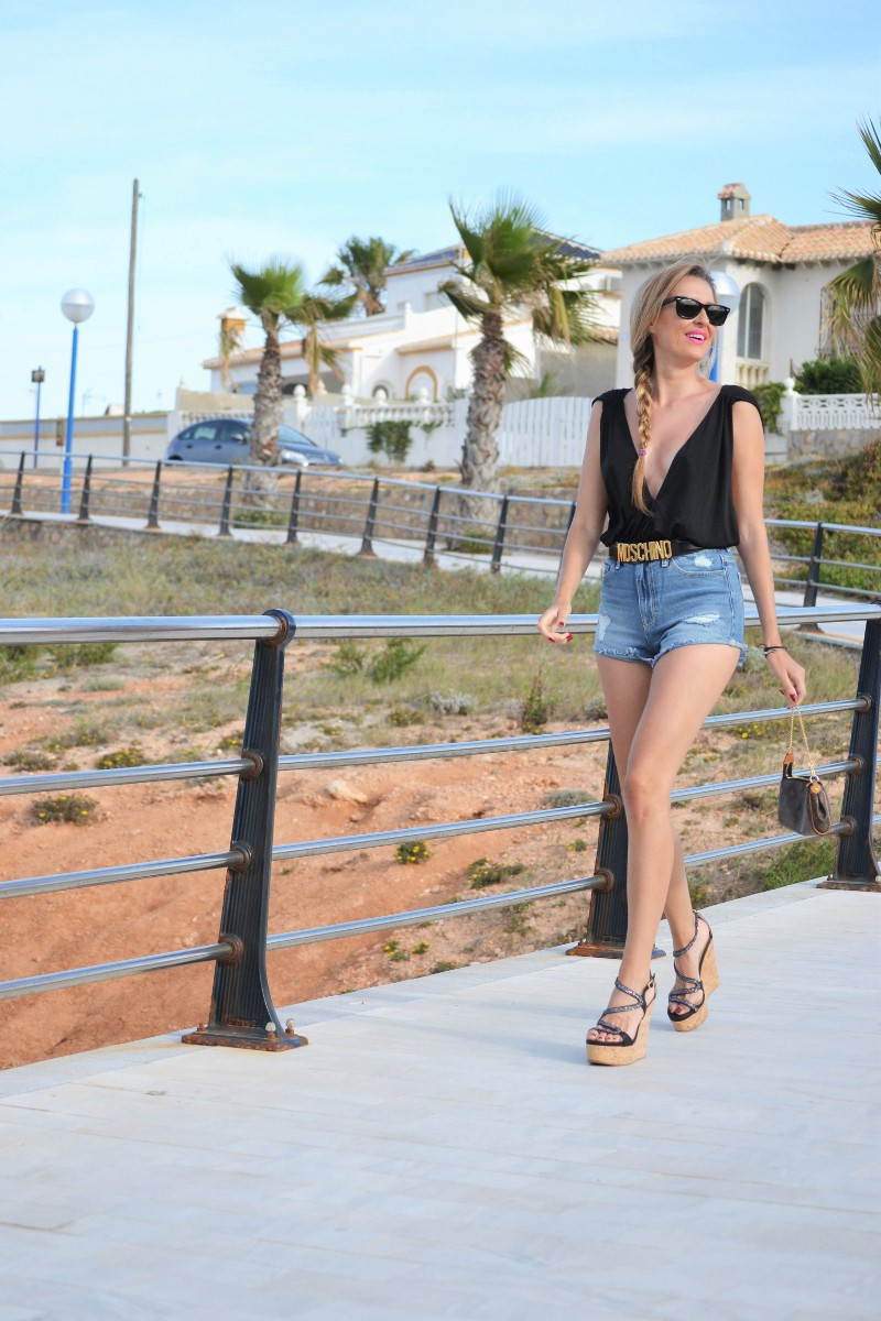 Cello_High_Waisted_Shorts_Moschino_Alpe_Pochette_Eva_Louis_Vuitton_Ray_Ban_Lara_Martin_Gilarranz_Bymyheels (2)