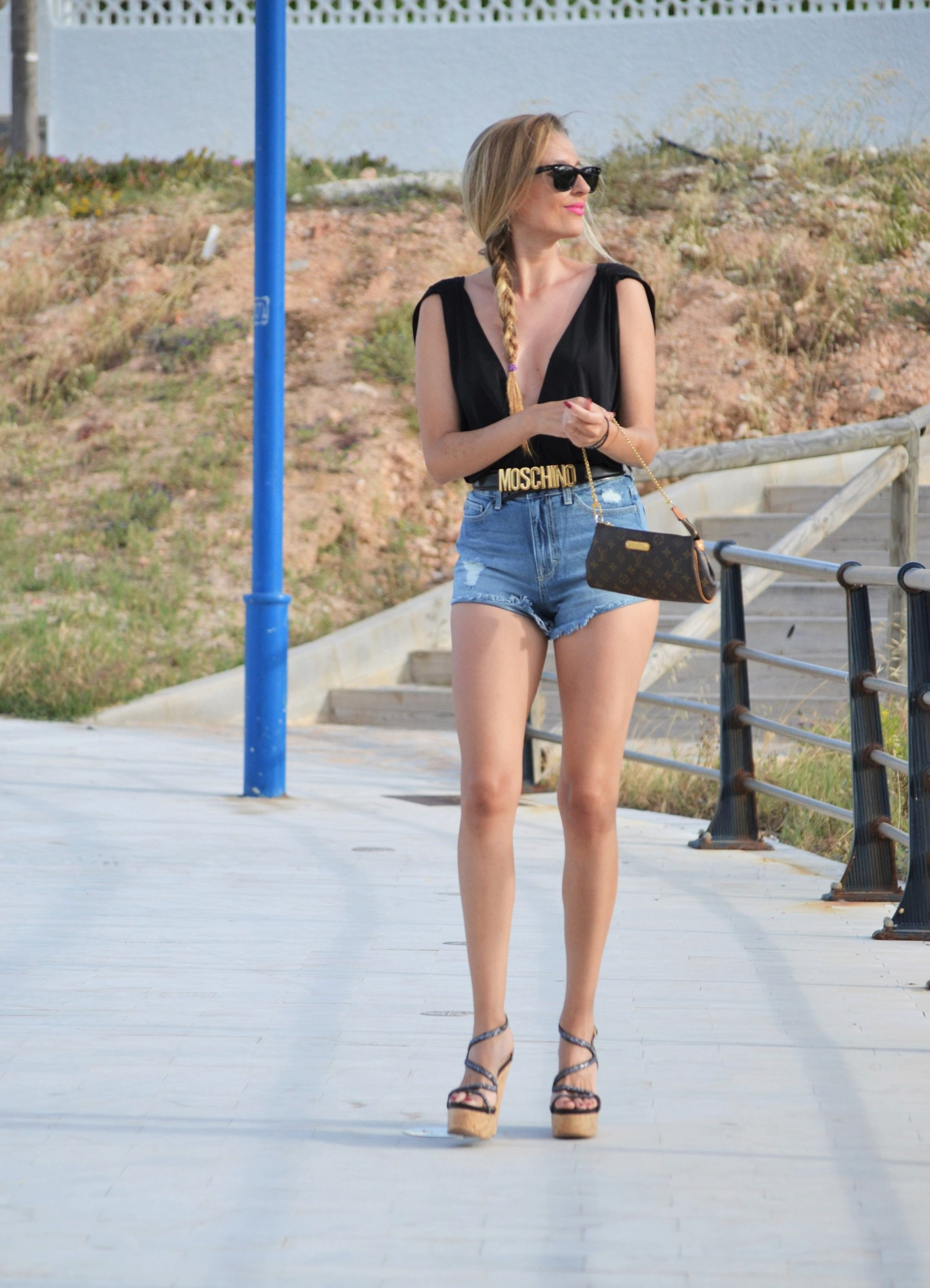 Cello_High_Waisted_Shorts_Moschino_Alpe_Pochette_Eva_Louis_Vuitton_Ray_Ban_Lara_Martin_Gilarranz_Bymyheels (5)