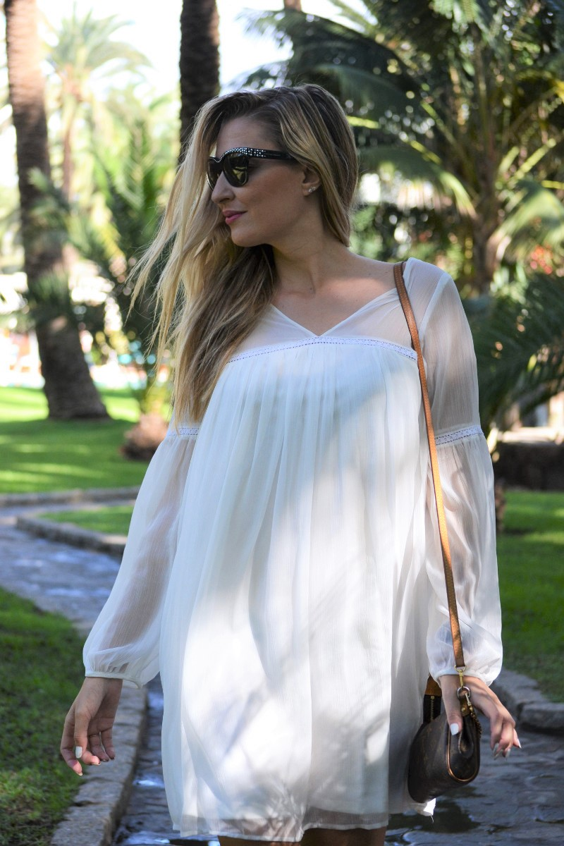 white_dress_gran_canaria_boots_pochette_eva_louis_vuitton_lara_martin_gilarranz_bymyheels-21