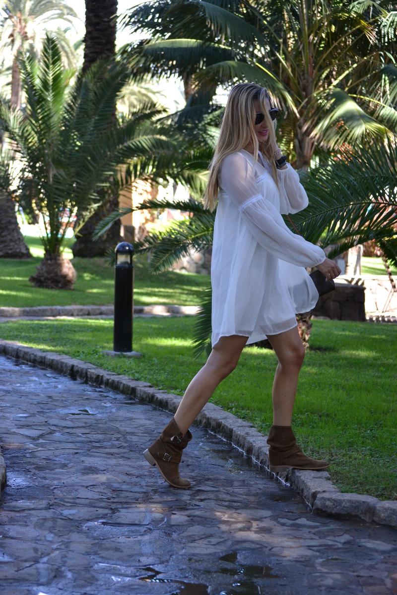 white_dress_gran_canaria_boots_pochette_eva_louis_vuitton_lara_martin_gilarranz_bymyheels-35