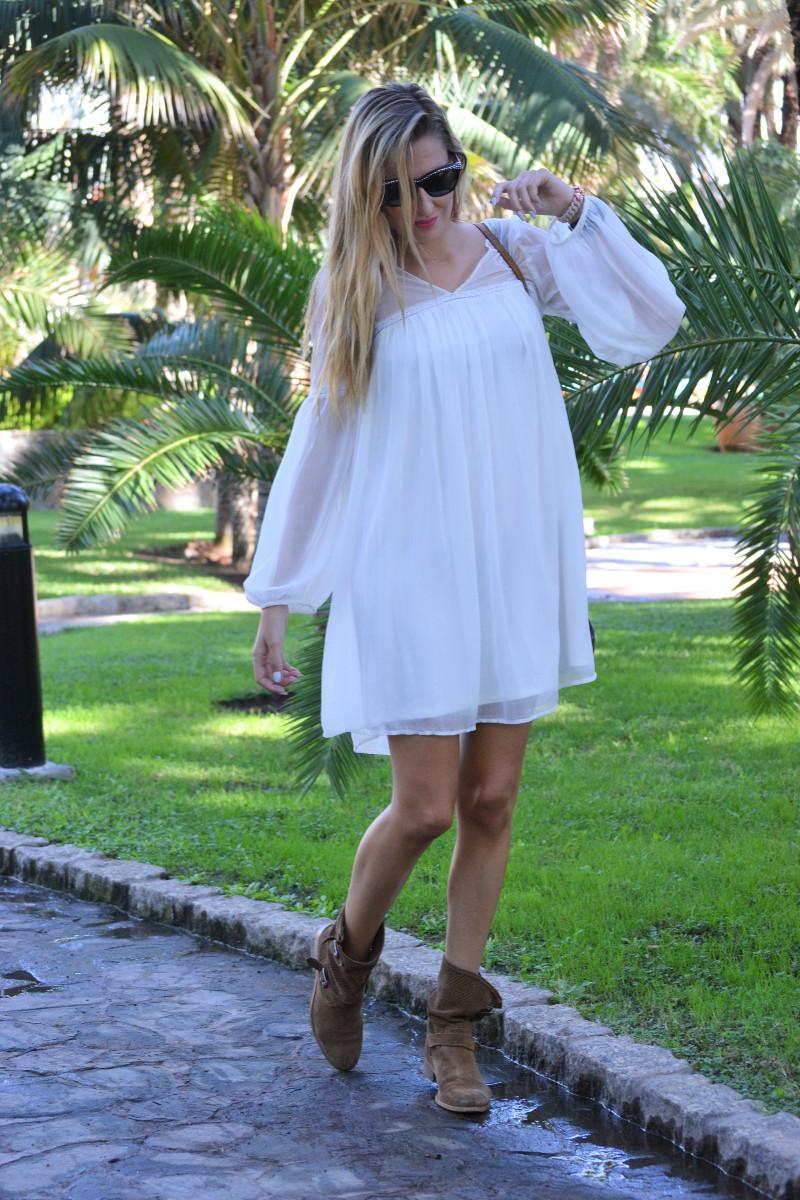 white_dress_gran_canaria_boots_pochette_eva_louis_vuitton_lara_martin_gilarranz_bymyheels-5