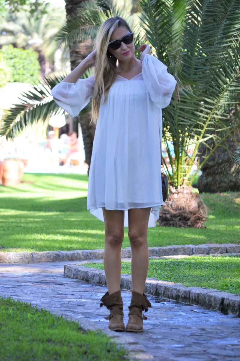 white_dress_gran_canaria_boots_pochette_eva_louis_vuitton_lara_martin_gilarranz_bymyheels-6